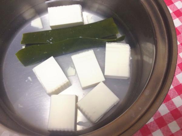 重曹でとろとろ湯豆腐